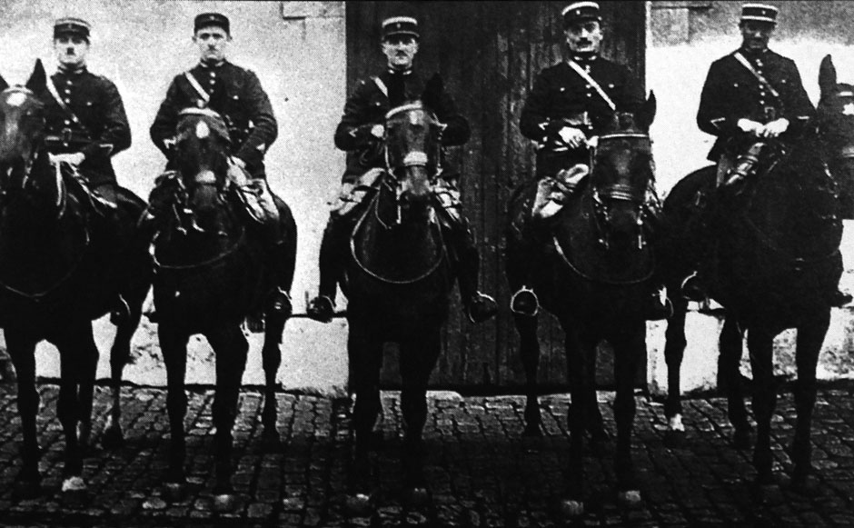 Gendarmes à cheval (Collection Milliard-Paré)